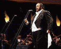 6 Eylül Hadi ipucu sorusu nedir? Luciano Pavarotti'nin elinde tuttuğu aksesuar nedir?
