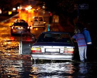 Son dakika: Başkent Ankara sağanak yağışa teslim oldu: Caddeler göle döndü