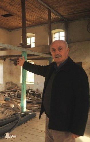 Tarihe saldırı: Defineciler 3 asırlık binayı talan etti