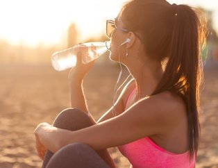 Çok su içmek sağlığı bozuyor! İşte çok su içtiğinizin göstergesi...
