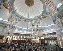 Millet Camisi'nde 'sınırlı' Cuma namazı