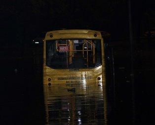 Sağanak sele dönüştü, araçlar suda kaldı!