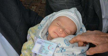 Afyonkarahisar'da bir çift, yeni doğan bebeklerine Devlet Bahçeli'nin ismini verdi