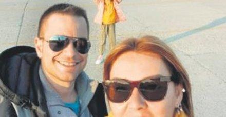 Pınar Altuğ Atacan,eşi Yağmur Atacan ve kızı Su ile gittiği Yunanistan'dan bu kareyi paylaştı