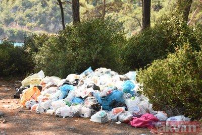 Muğla'da tatilciler çöp dağlarını arkalarında bıraktı