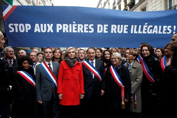 Fransa'da Belediye Başkanları, sokakta kılınan cuma namazını protesto etti ile ilgili görsel sonucu