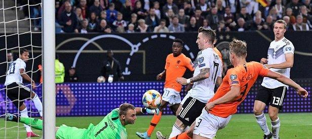 Hollanda'dan tarihi Almanya galibiyeti!
