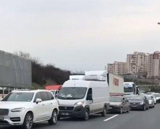 TEM'de kaza! İstanbul yönü ulaşıma kapandı…