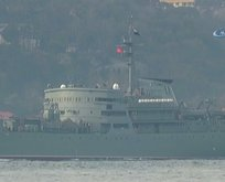 Rus savaş gemisi Boğazdan Türk bayrağıyla geçti