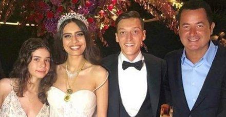 Mesut Özil-Amine Gülşe çifti Çeşme'de Acun Ilıcalı ile buluştu