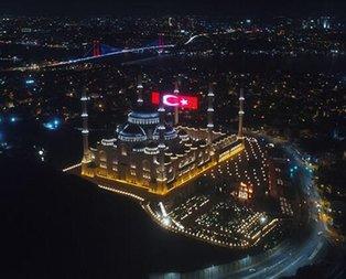 15 Temmuz'a özel dev LED Türk Bayrağı