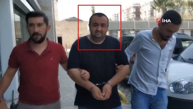Babasına bıçak dayayıp 300 lirasını gasp etti (Video)