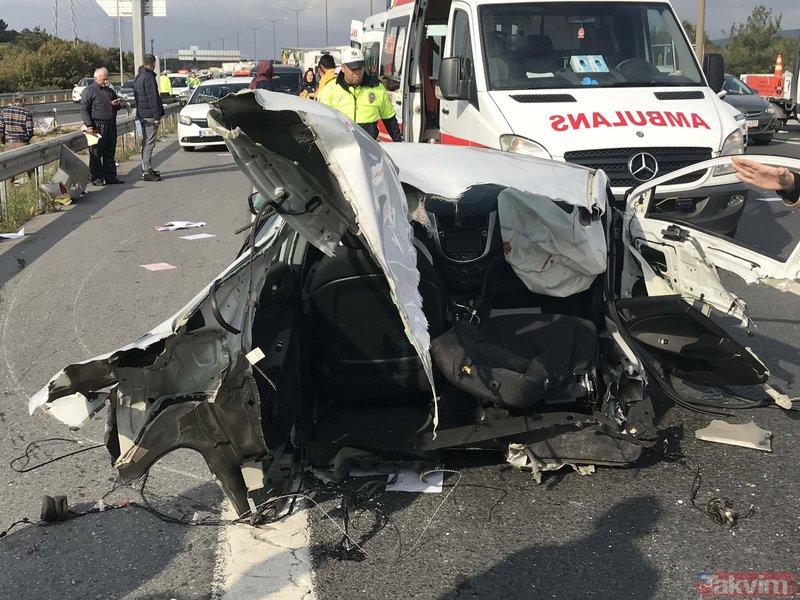 SON DAKİKA! TEM Otoyolu'nda feci kaza! Araç ikiye bölündü