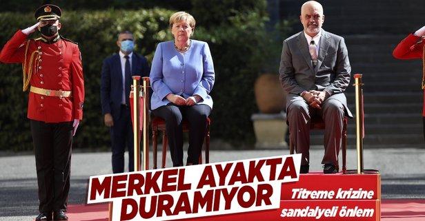 Merkel resmi törene oturarak katıldı