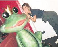 Kurbağa prense öpücük