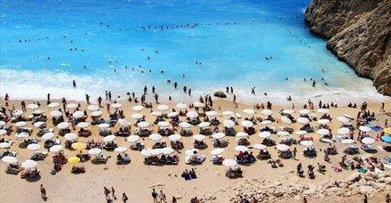 Antalya'ya 1 günde 9 ülkeden 36 uçak geldi