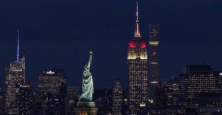 New York'ta Empire State binası Türk bayrağının renklerine büründü