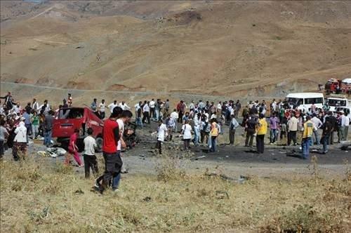 Hakkari'de minibüs mayına çarptı