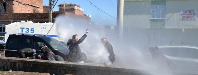 Kendini asan polis katili Zülküf Gezen'in cenazesinde HDP'nin provokasyonuna izin verilmedi
