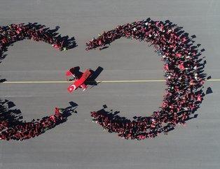 Türk kadın akrobasi pilotundan Cumhuriyet Bayramına özel gösteri