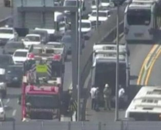 Metrobüste yangın paniği! Yolcular tahliye edildi