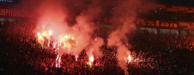 Galatasaray'da yeni transferler için imza şov!