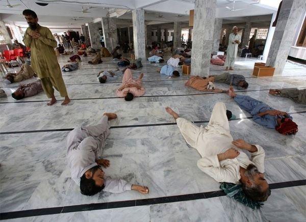 Pakistan'da sıcak dalgası: 65 ölü