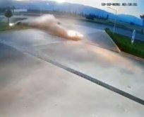 Korkunç kaza! Otomobil akaryakıt istasyonuna daldı