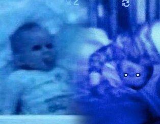 Bebeğinin odasına kamera yerleştirmişti! Gördükleri karşısında adeta nutku tutuldu