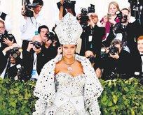 Bambaşka Rihanna!