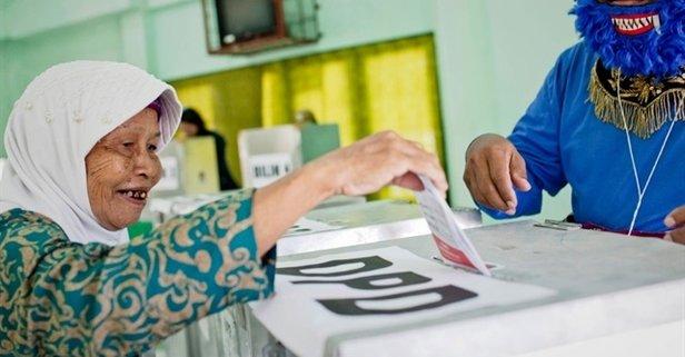 Endonezya'da halk sandık başında