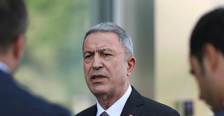 Son dakika: Milli Savunma Bakanı Akar ve komutanlar Suriye sınırında