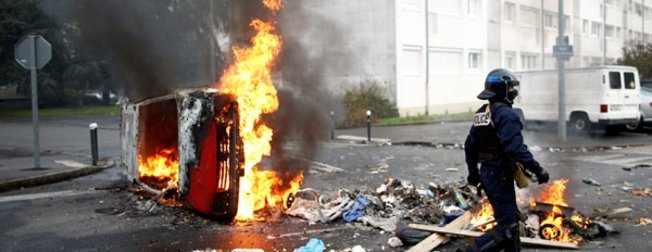 Fransa'da son dakika! Fransa sokakları alev alev