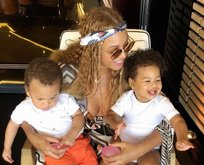 Beyonce ikizlerini gösterdi