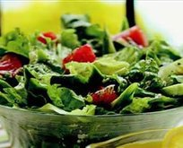 Sarımsak Soslu Salata Tarifi
