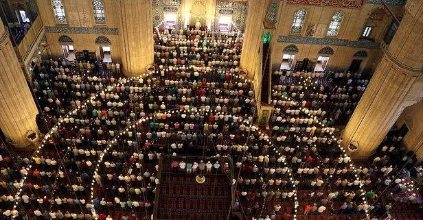 Camilerde teravih namazı kılınacak mı? Kandilde camiler açık mı?