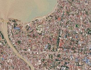 Endonezya'daki deprem ve tsunaminin verdiği hasar uydudan görüntülendi