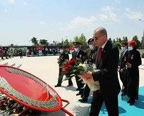 Başkan Erdoğan 15 Temmuz Anıtı'na çelenk bıraktı
