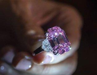 Süslü Parlak Pembe elmas yüzük rekor fiyata satıldı!