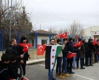 Suriyeliler 10 ilde askerlik şubelerinin önünde toplandı