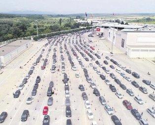 Kapıkule'de 8 bin araç rekoru