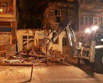 Gelibolu'da metruk binanın bir bölümü çöktü