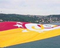 Mayıs geleneği: Bayrak köprüde