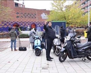 Amsterdam'da ilk kez ezan sesi! Herkes telefonuna sarıldı