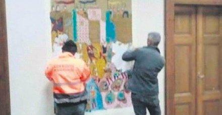 Bilecik Belediye Başkanı seçilen CHP'li Semih Şahin duvarlardaki Osmanlı minyatür ve motiflerini kazıttı