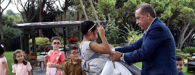 Cumhurbaşkanı Erdoğan, çocuklarla bayramlaştı
