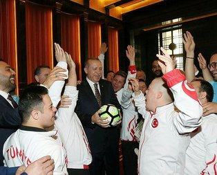 Cumhurbaşkanı down sendromlu sporcuları kabul etti