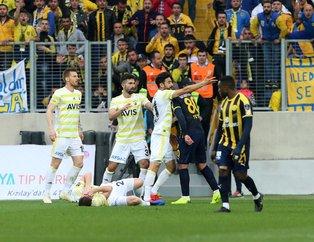 Ankaragücü - Fenerbahçe maçında şok kavga! İşte Mehmet Ekici ve Hector Canteros arasındaki gerginliğin görüntüleri
