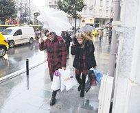 Şemsiye elinde kaldı