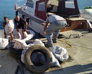 Datça'da dip temizliğinde 1.5 top atık çıkarıldı